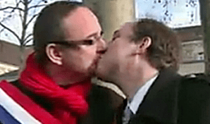 Straight French MPs kiss