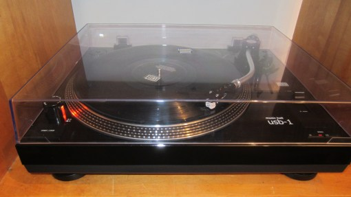 music-hall-usb-1-turntable-2