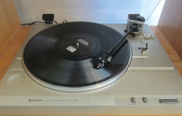 -SOLD- Hitachi HT-20S Turntable