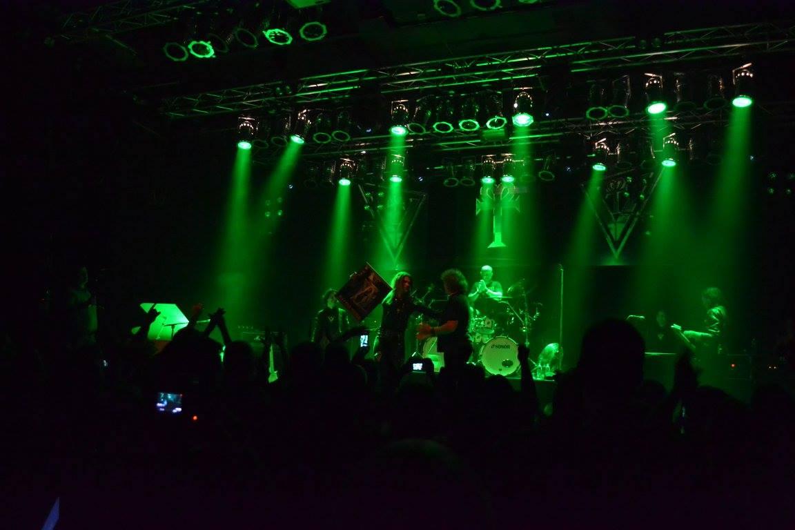 BACKGROUND MAGAZINE Concert Review Robby Valentine