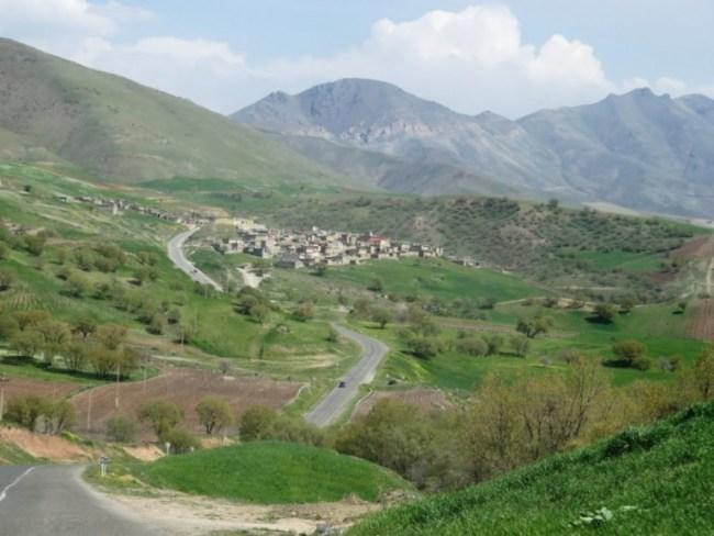 The road to Palangan in Iranian Kurdistan