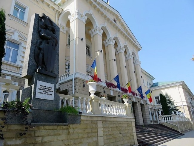 parliament building at the Stefan cel Mare boulevard in Chisinau