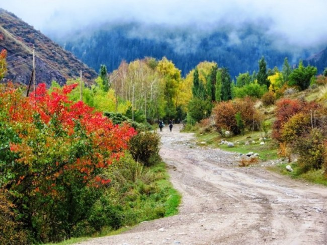Autumn colours in Altyn Arashan. Autumn is the best time to travel in Kyrgyzstan