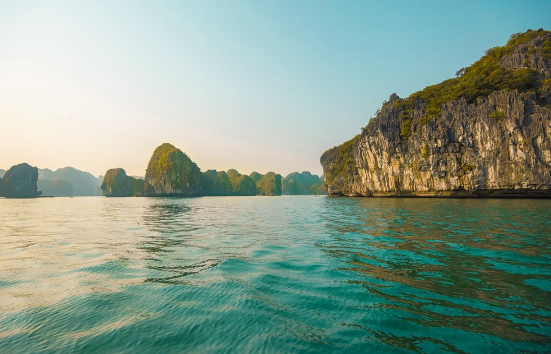 Ha Long Bay On A Budget, Vietnam   Cheap Ha Long Bay Cruise   Cat Ba Island   Adventure   Backpack South East Asia   Travel   Backpacking   Must Visit   Do Not Miss   Vietnam   Ha Long Bay Cruise   Ocean Tours   Adventure   Photography   Backpackers Wanderlust  