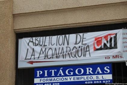 """Reads: """"Abolición de la monarquía"""" English: """"Abolition of the monarchy."""""""