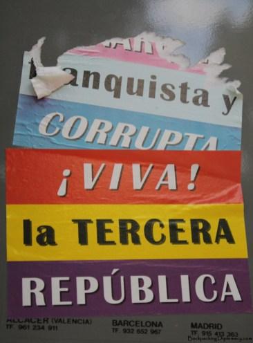 "Reads: ""Banquista y Corrupta"""