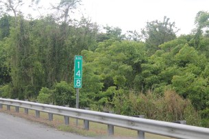 Distance marker in Puerto Rico measured with kilometers.