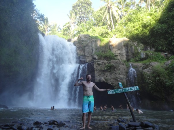 Free 'Gun Show' at the waterfall (Indonesia, 2016).