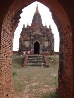 Found the entrance to the secret temple (Myanmar, 2016).