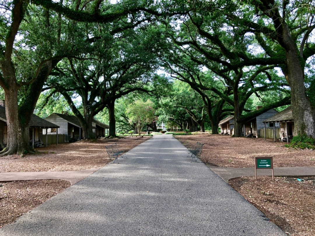 Oak Alley Slave Quarters - Louisiana's River Road Plantations
