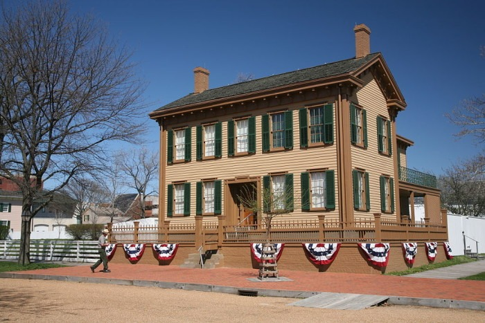 1024px-Lincoln_Home_1
