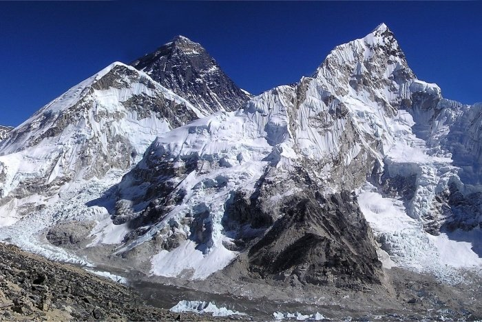 mount everest 276995 1 - 5 Adventures You Need to Take on a Road Trip through Tibet