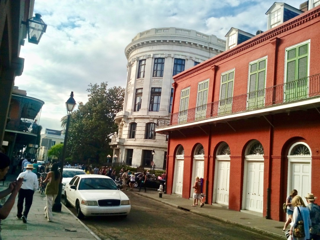 Quarter - Uncover the Secrets of New Orleans Neighborhoods