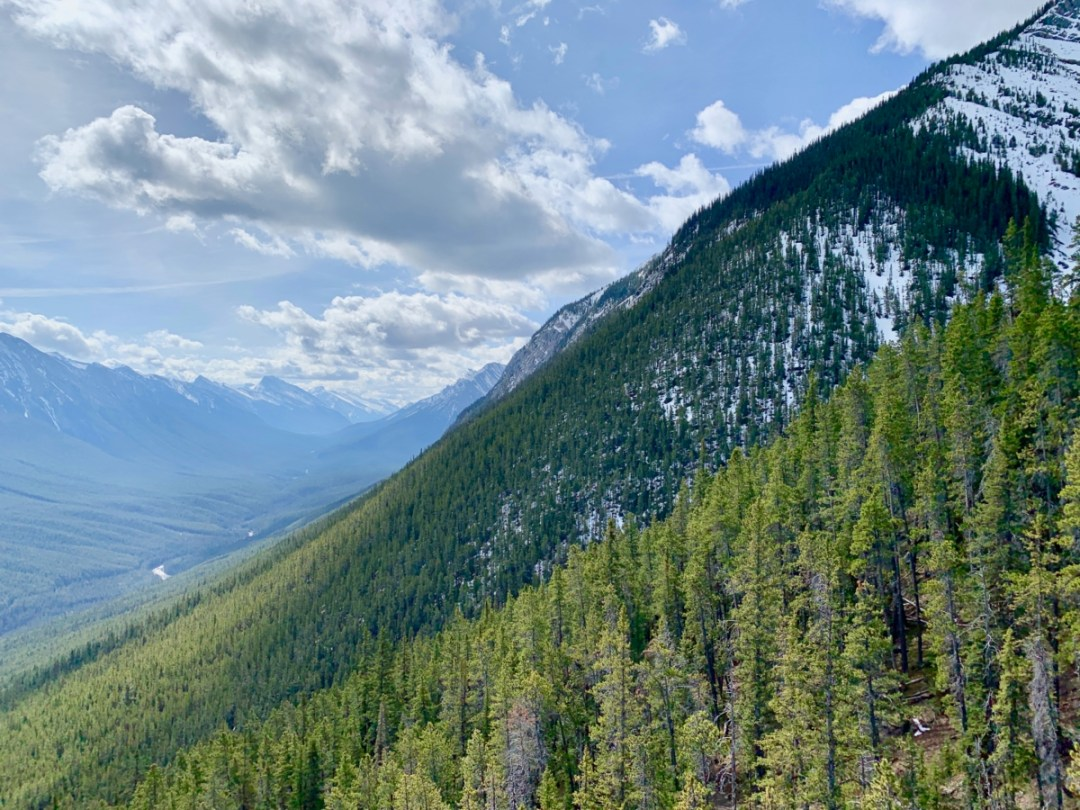Mountain Valley View - The Best Sites & Activities for a Town of Banff Adventure