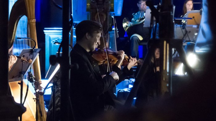 Justin Currie on stage with the RSNO at Paisley Abbey