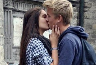International-Kiss-A-Strang