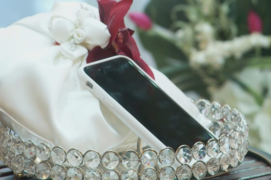 28-man-phone-wedding-2.w529.h352