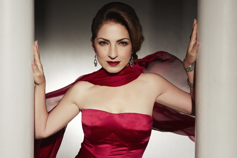 Seven-time Grammy Award-winner and international superstar Gloria Estefanwill perform on PBS' NATIONAL MEMORIAL DAY CONCERT broadcast live from theWest Lawn of the U.S. Capitol on Sunday, May 24, 2015 from 8:00 to 9:30 p.m.ET. (PRNewsFoto/Capital Concerts)