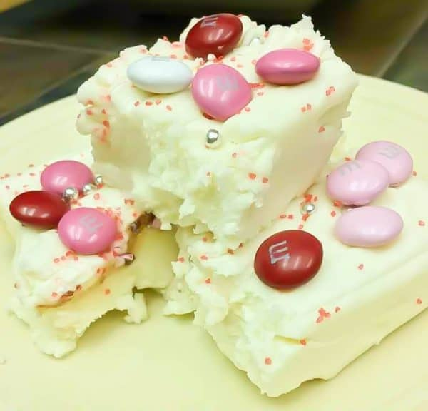 White chocolate fudge is an easy old fashioned recipe. The white chocolate fudge is made with marshmallow cream and makes a great gift for any holiday.