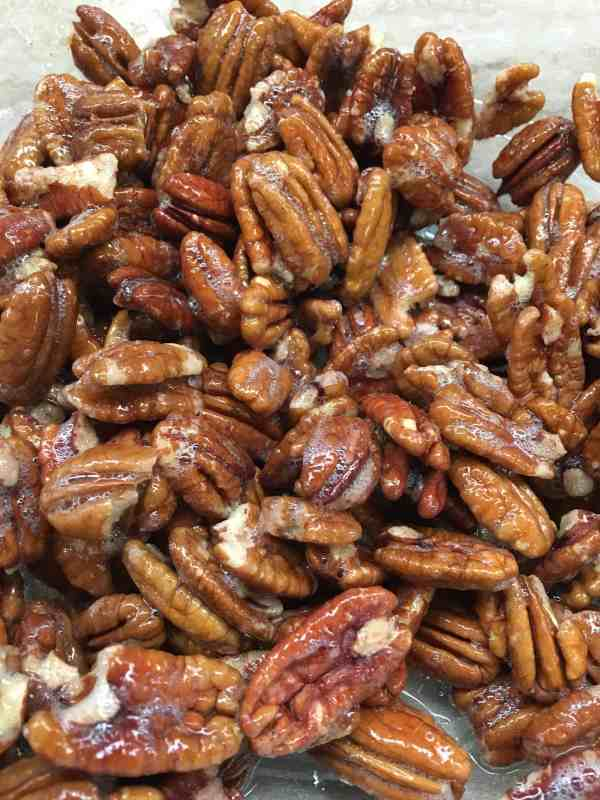Easy and Quick Cinnamon Candied Pecans with brown sugar is a great holiday treat for Christmas or Thanksgiving.