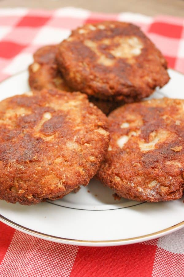 How to make salmon patties: prepare the salmon patties and fry in oil.