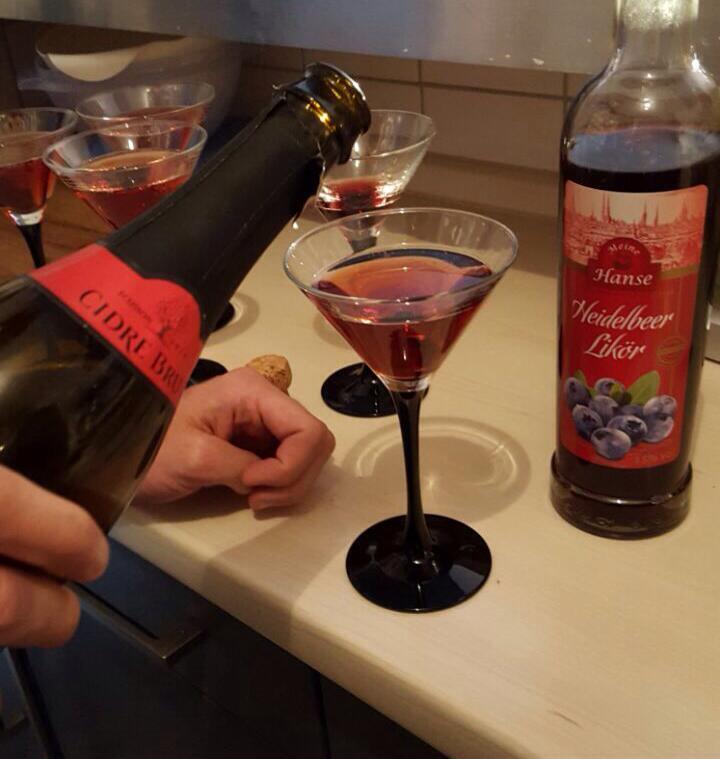 Cidre mit Heidelbeerlikör