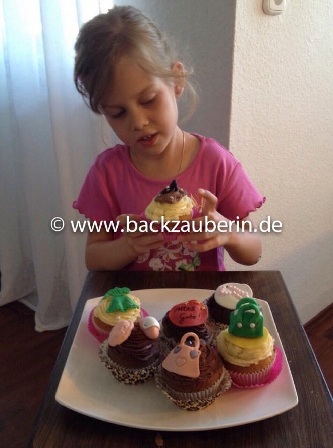 Schoko- und Vanille-Cupcakes