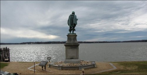 Statue of Captain John Smith overlooking the James River