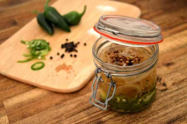 Eingelegte Jalapenos - Süßes Rezept für Burger, Sandwiches und Saucen