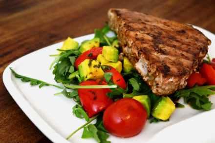 Thunfischsteaks auf Salat vom LeMax