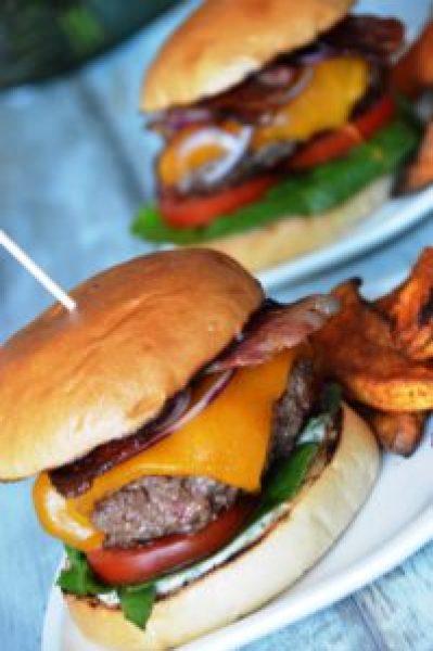 HelloFresh Grillbox Burger - American Beef Burger mit Süßkartoffel-Wedges