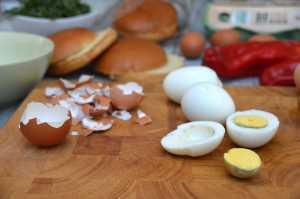Eiersauce für Burger vorbereiten