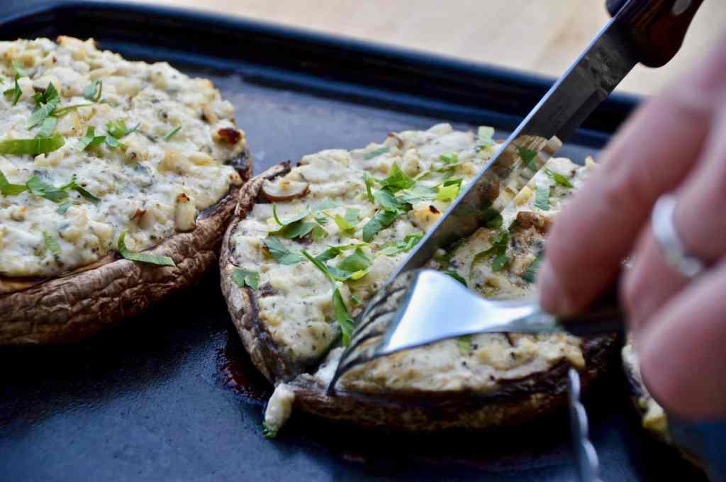 Gefüllte Portobello - Grill-Rezept mit Blauschimmelkäse und Kräuterseitlingen
