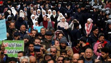 Photo of الأردن بين «مواجهة» يريدها الشارع وتبدأ بـ «إصلاح سياسي» و«مجابهة» دبلوماسية «حائرة» للصفقة