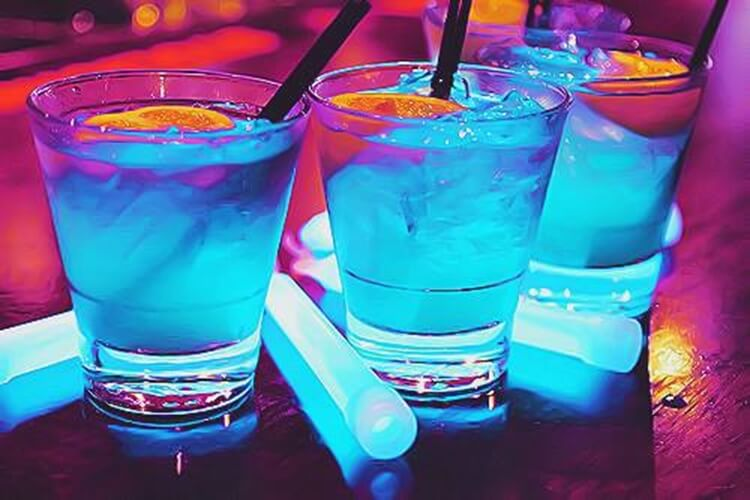 Colorful alcoholic drinks (32 Photos) 20