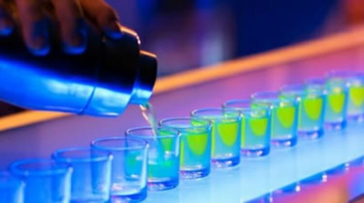 Colorful alcoholic drinks (32 Photos) 23