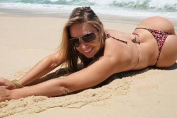 Yeah You Made It to Hump Day ! (40 Photos) Bikini woman
