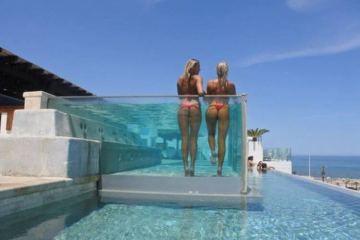 Daily Fresh Baked Randomness (45 Photos) Girls on a balcony in bikini