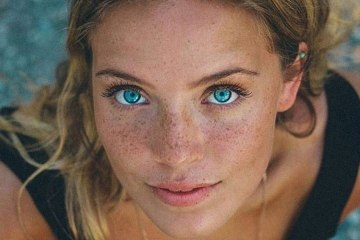 Girls with Stunning Eyes