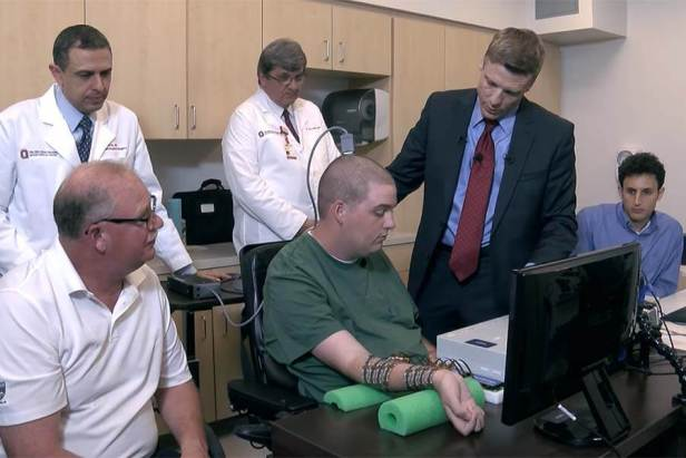 Paralyzed Man Moves his Hand controlled by his Own Brain for the First Time 2