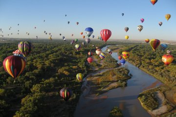 Hot Air Balloon Crashes into power lines and lake 2