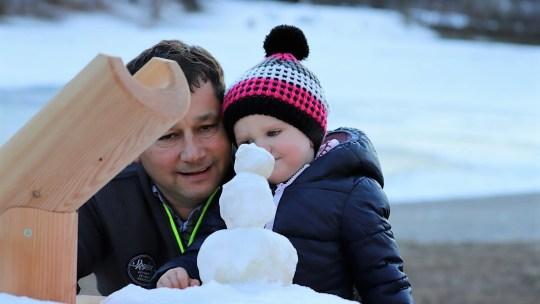 Kinderträume im Winter - das Badesee-Projekt nimmt Gestalt an. Foto: Knut Kuckel/Mieming.online