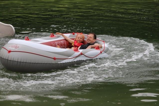 Schlauchboot-Kapitäne sind willkommen. Luft gibt's gratis. Foto: Knut Kuckel / #tirolbayern