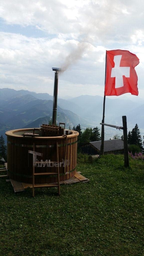 Badefass-mit-kunststoff-Renata-Seewis-Dorf-Schweiz Badefass mit kunststoff, Renata, Seewis-Dorf, Schweiz