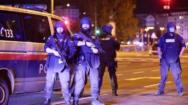 هجوم إرهابي يستهدف فيينا واحتمال وقوع قتلى قرب معبد فيينا اليهودي