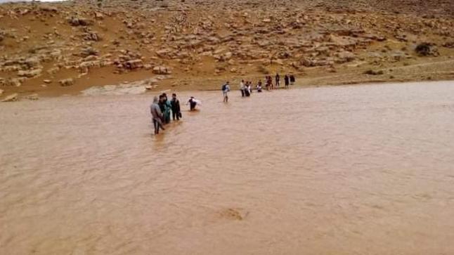 حاصرهم الفيضان لساعات.. حبل ينقذ تلاميذ دوار قصبة إدموسى