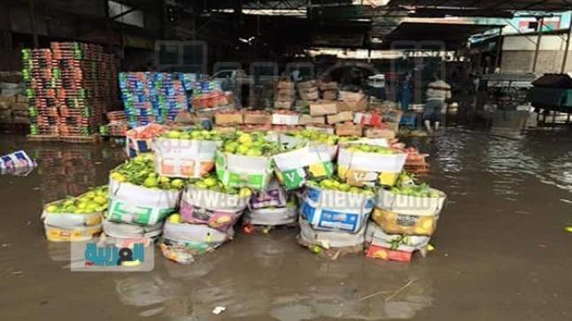 أكثر من 12 سنة.. المياه العادمة تطفو فوق سوق المرفق العمومي بالقنيطرة
