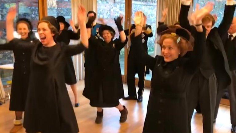 the crown il cast balla una canzone di lizzo
