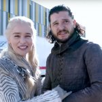 Game of Thrones 8: Emilia Clarke cerca di rivelare i segreti del set per promuovere un'iniziativa benefica!