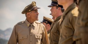 Catch-22, il full trailer e un mucchio di immagini della serie con George Clooney